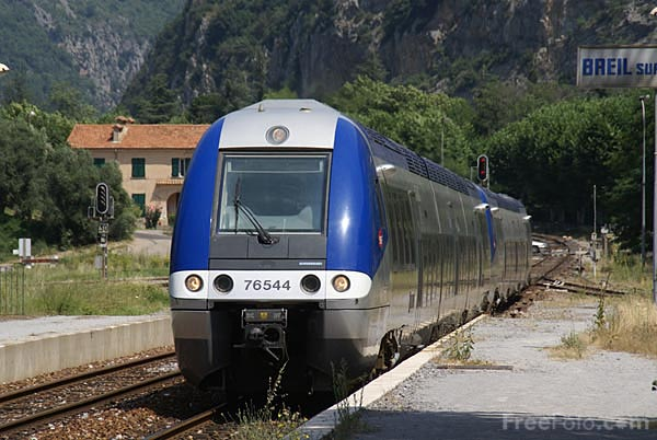 Picture of SNCF TER Class X 76500 DMU - Free Pictures - FreeFoto.com