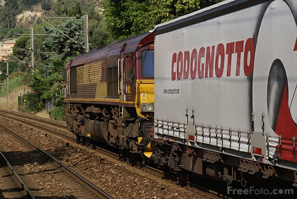 Picture of Euro Cargo Rail Class 66 66242 - Free Pictures - FreeFoto.com