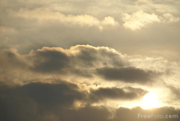 Picture of Morning sun breaking through the clouds - Free Pictures - FreeFoto.com