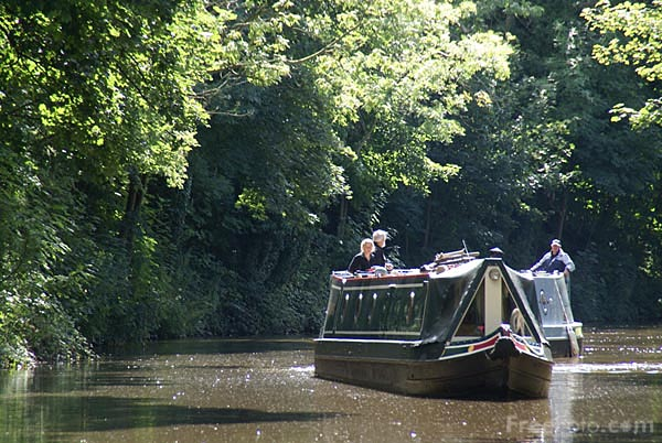 Picture of Leeds and Liverpool Canal at Bingley - Free Pictures - FreeFoto.com
