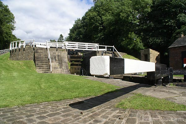 Picture of Bingley Five Rise Locks - Free Pictures - FreeFoto.com