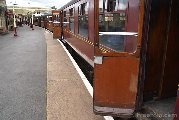 Picture of British Railways Mark 1 Railway Carriages - Free Pictures - FreeFoto.com
