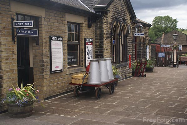 Picture of Oakworth Railway Station - Free Pictures - FreeFoto.com