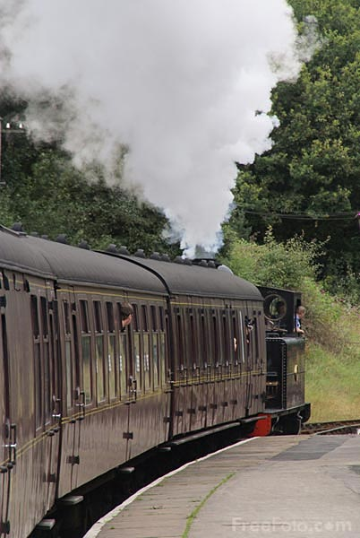 Picture of Steam train at Oxenhope railway station - Free Pictures - FreeFoto.com