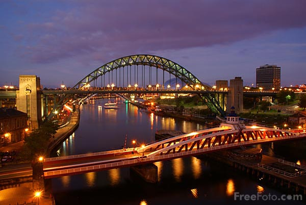 Picture of Newcastle Quayside at night - Free Pictures - FreeFoto.com