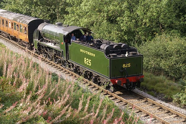 Picture of Southern Railway class S15 4-6-0 steam locomotive 825 - Free Pictures - FreeFoto.com