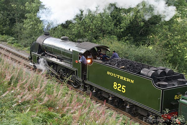 Picture of Southern Railway class S15 4-6-0 825 and BR Standard class 4MT 2 - Free Pictures - FreeFoto.com