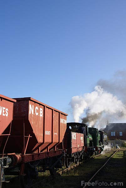 Picture of Triple headed steam locomotives hauling a coal train - Free Pictures - FreeFoto.com