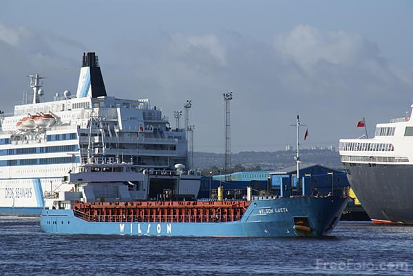 Picture of General cargo vessel Wilson Gaeta on the River Tyne - Free Pictures - FreeFoto.com