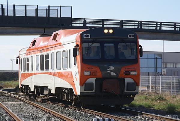 Picture of RENFE class 596 596.014 Diesel multiple unit - Free Pictures - FreeFoto.com