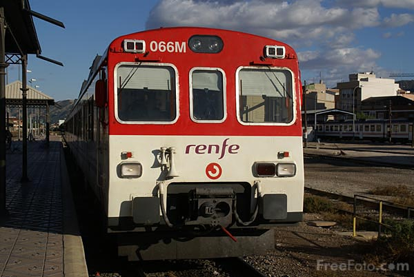 Picture of RENFE class 592 Diesel multiple unit at Murcia railway station - Free Pictures - FreeFoto.com