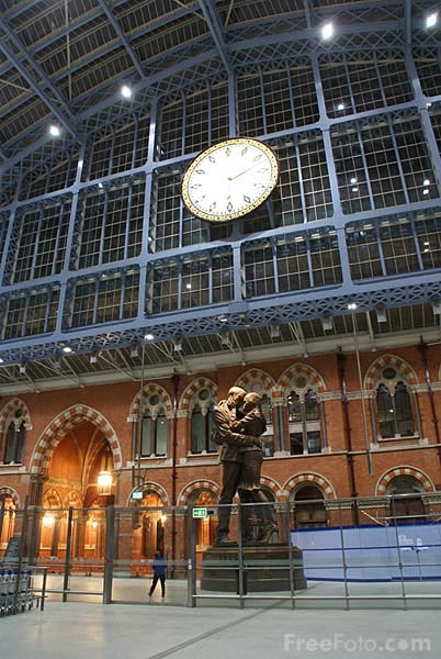 Picture of The Meeting Place St Pancras International railway station - Free Pictures - FreeFoto.com