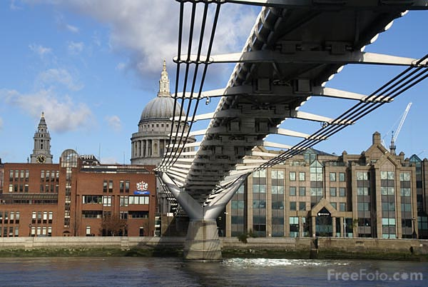 Picture of London Millennium Footbridge - Free Pictures - FreeFoto.com