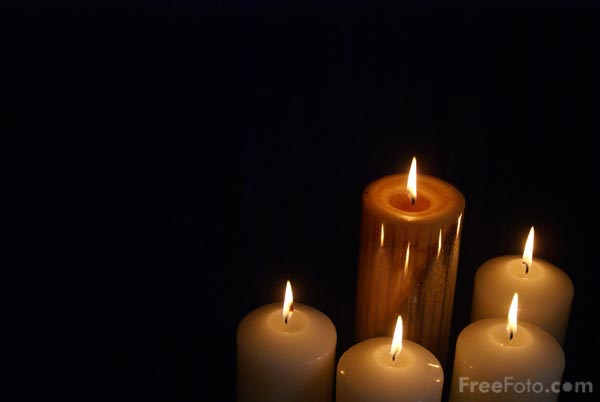 Picture of Five Advent Candles - Free Pictures - FreeFoto.com