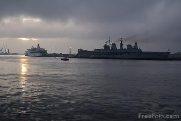 Picture of Grey sunset on the River Tyne - Free Pictures - FreeFoto.com