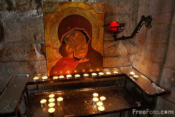 Picture of Candles, St Mary the Virgin Church, Holy Island of Lindisfarne - Free Pictures - FreeFoto.com