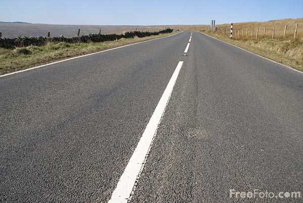 Picture of Single Carriageway Road - Free Pictures - FreeFoto.com