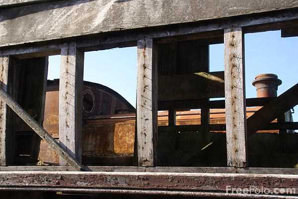 Picture of Derelict railway carriage - Free Pictures - FreeFoto.com