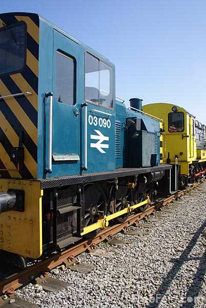 Picture of BR Drewry 0-6-0 Diesel-mechanical shunter D2090 03090 - Free Pictures - FreeFoto.com
