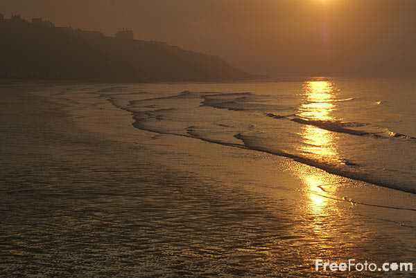 Picture of Sunset at Whitby, North Yorkshire - Free Pictures - FreeFoto.com