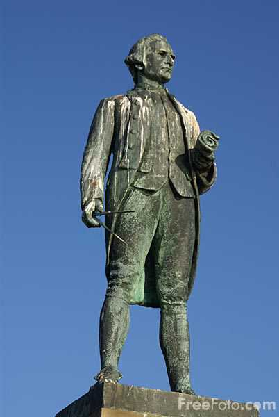Picture of Captain James Cook Statue - Free Pictures - FreeFoto.com