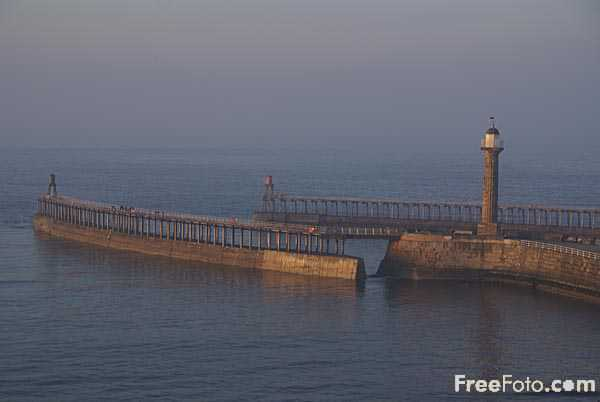 Picture of Whitby Pier - Free Pictures - FreeFoto.com