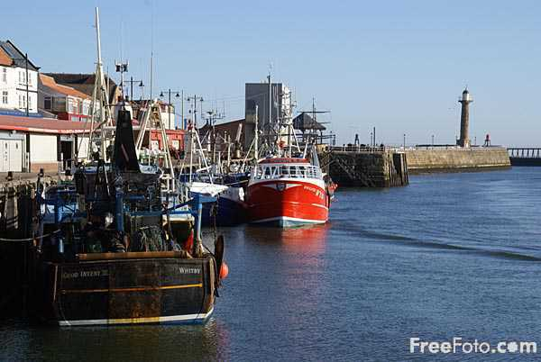 Picture of Whitby Harbour, North Yorkshire - Free Pictures - FreeFoto.com