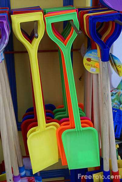Picture of Toy Spade - Free Pictures - FreeFoto.com