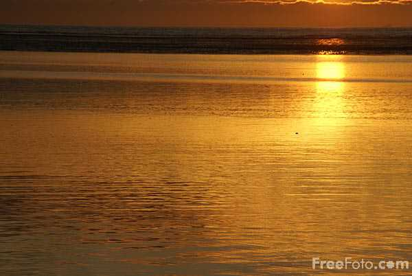 Picture of Sunset over the sea from Hoylake, Wirral, Merseyside - Free Pictures - FreeFoto.com