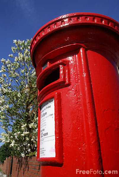 Picture of Royal Mail red pillar box - Free Pictures - FreeFoto.com