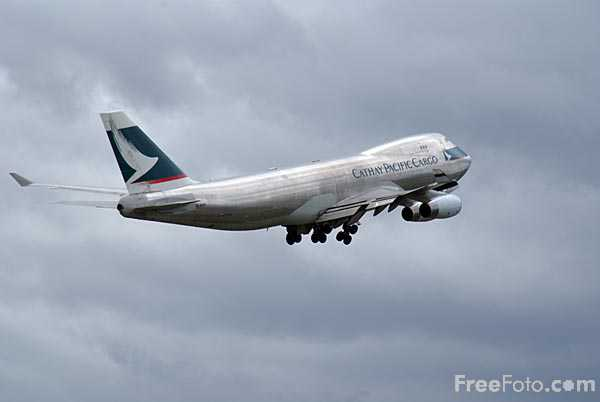 Picture of Cathay Pacific Airways Cargo Boeing 747 B-HUH - Free Pictures - FreeFoto.com