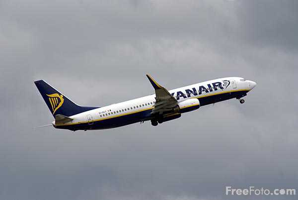 Picture of Ryanair Boeing 737 EI-DCT - Free Pictures - FreeFoto.com