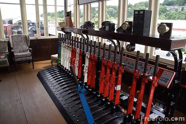 Picture of Railway signal box - Free Pictures - FreeFoto.com