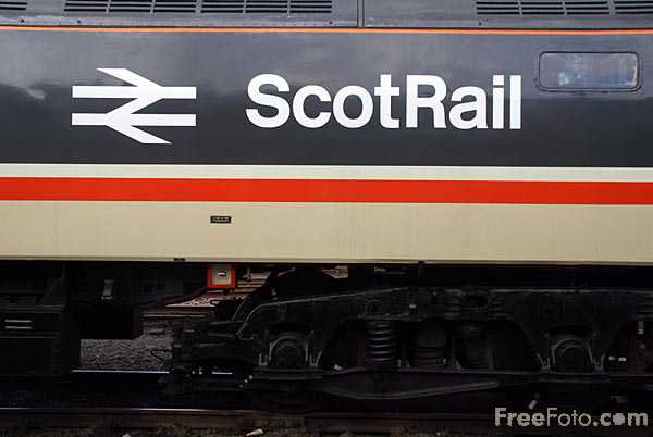 Picture of British Railways Type 4 Class 47 Scotrail locomotive 47643 - Free Pictures - FreeFoto.com