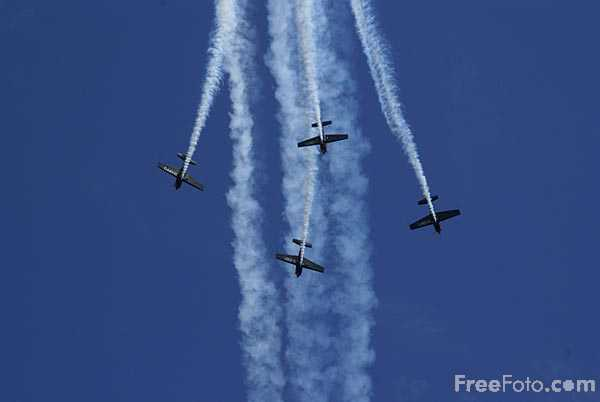 Picture of The Blades aerobatic display team - Free Pictures - FreeFoto.com