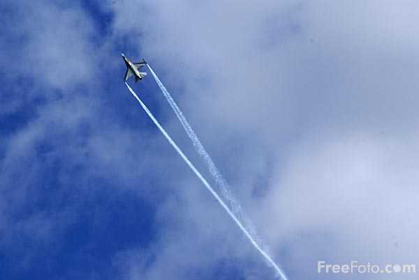 Picture of Belgian Air Component F-16 Solo Display Team - Free Pictures - FreeFoto.com