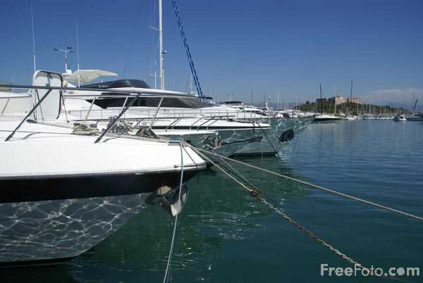 Picture of Antibes Harbour - Free Pictures - FreeFoto.com