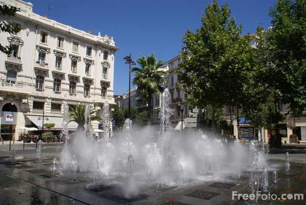 Picture of Water Fountain Antibes - Free Pictures - FreeFoto.com