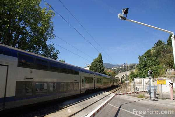 Picture of french railway level crossing - Free Pictures - FreeFoto.com