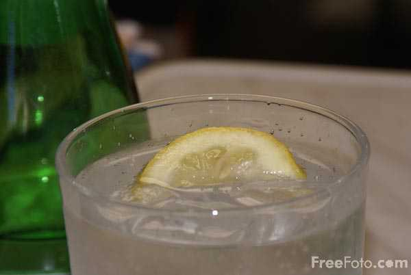 Picture of sparkling water - Free Pictures - FreeFoto.com