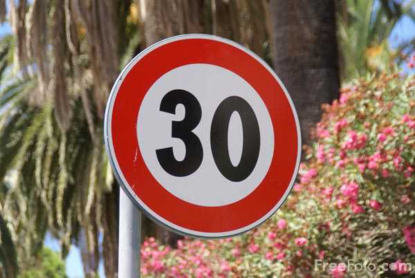 Picture of 30 kph Speed Road Sign - Free Pictures - FreeFoto.com