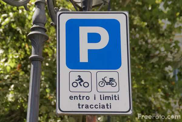 Picture of Parking Road Sign - Free Pictures - FreeFoto.com