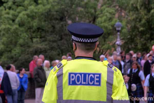 Picture of Police Officer - Free Pictures - FreeFoto.com