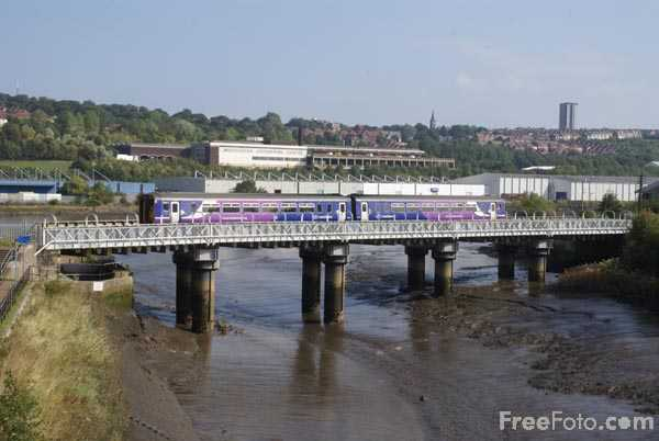 Picture of Northern Rail Class 156 DMU - Free Pictures - FreeFoto.com