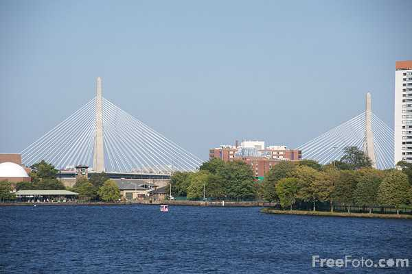 Picture of The Leonard P Zakim-Bunker Hill Memorial Bridge, Boston's new cable-stayed bridge over the Charles River, is the world's widest - Free Pictures - FreeFoto.com