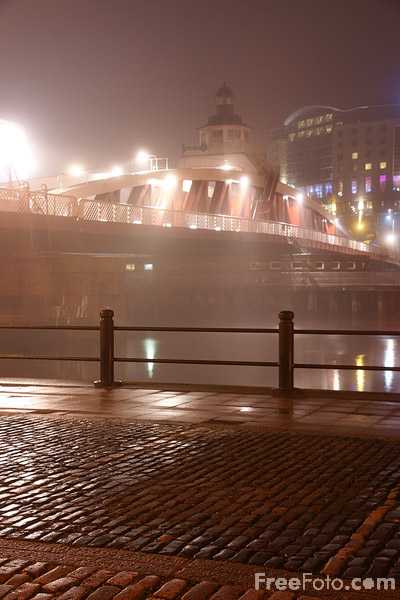 Picture of Fog on the Tyne - Free Pictures - FreeFoto.com