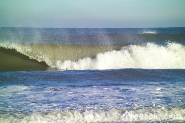 Picture of Surf, Sandsend, North Yorkshire - Free Pictures - FreeFoto.com