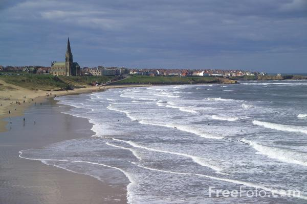 Picture of Big Surf at Cullercoats - Free Pictures - FreeFoto.com