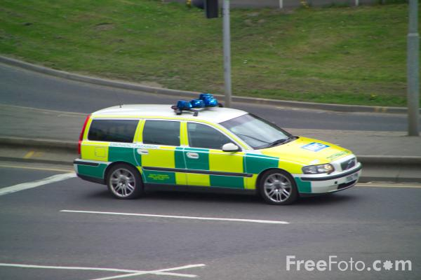 Picture of Paramedic on an emergency call in Sheffield - Free Pictures - FreeFoto.com