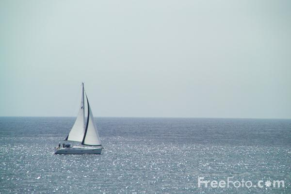 Picture of Yacht sailing near Brighton - Free Pictures - FreeFoto.com